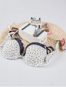 Beyaz Dantelli Gül Desenli Kadın Sütyen Modeli